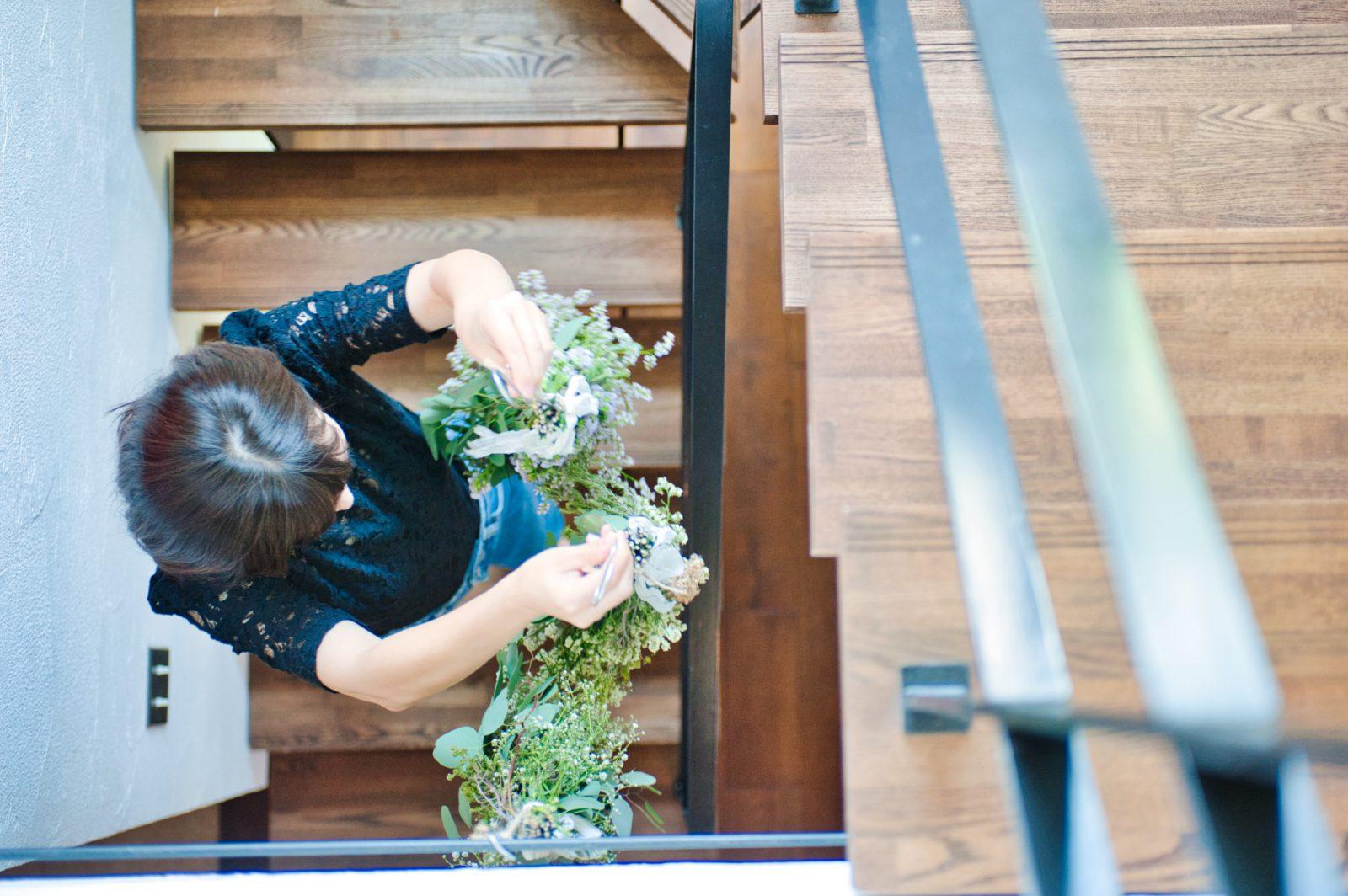 プリザーブドフラワーをスケルトン階段に飾る