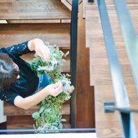 プリザーブドフラワーをスケルトン階段に飾る サムネイル